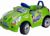 Carro eléctrico verde