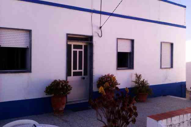 Casa com 2 quartos e terreno com 90 metros nos Guerreiros do Rio. Junto ao Hotel e Museu.