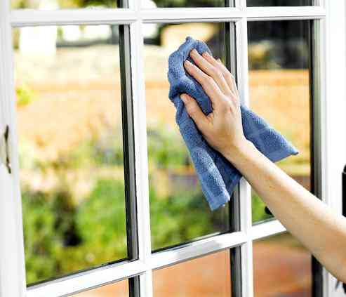 Procuro trabalho como empregada doméstica externa