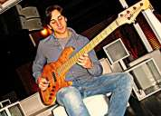 Aulas de baixo eléctrico e iniciação a guitarra